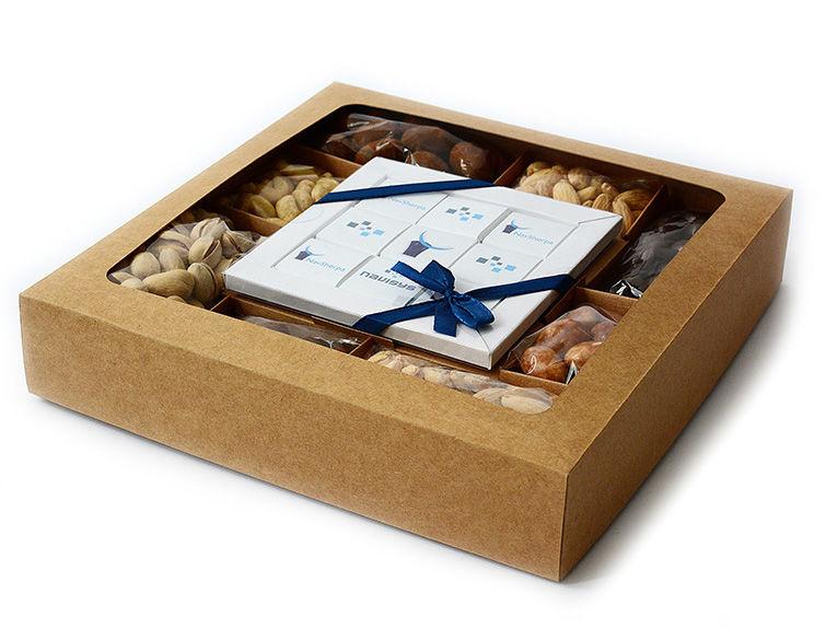 Dárková krabice s ořechy a čokoládou